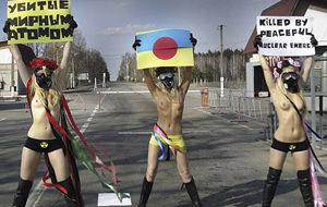 Femen se desnuda en Chernobyl