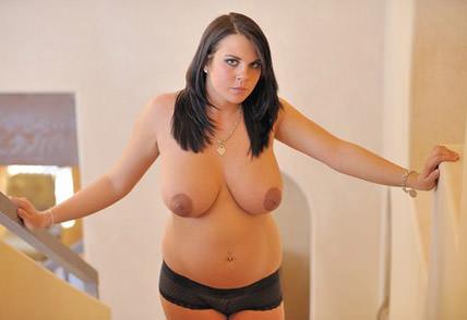 фото голая молодая беременная женщина с молоком