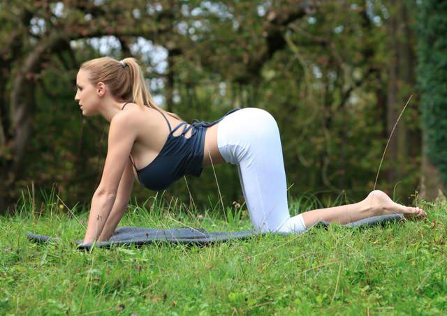 jordan-carver-yoga04