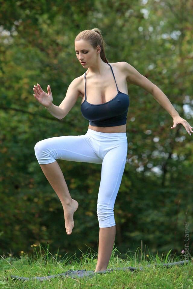 jordan-carver-yoga12