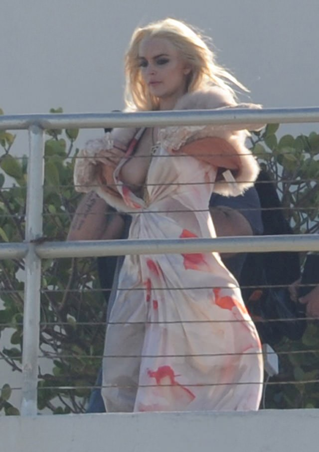 lindsay lohan nude and topless pictures  94608