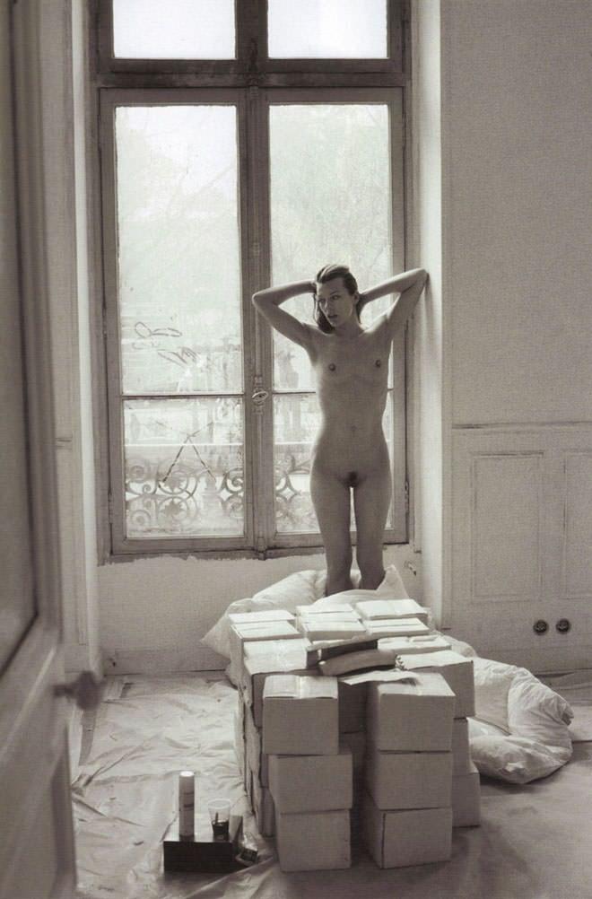 Milla Jovovich desnuda