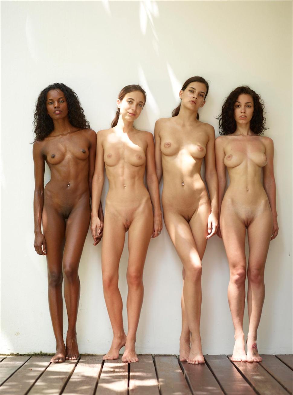 Universitarias desnudas se graban en su cuarto