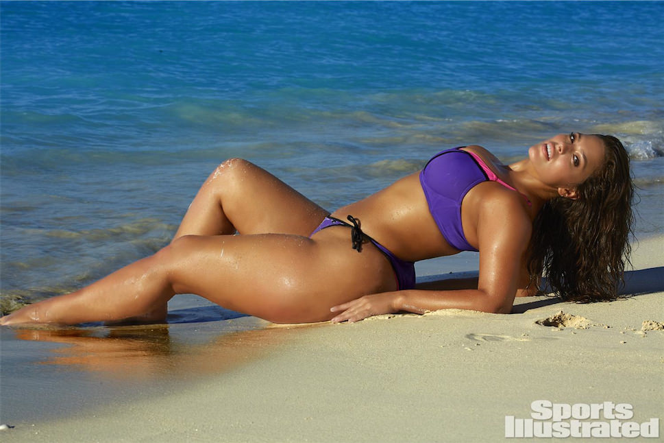 Curvy Euro model Natasha Nice removes her one piece swimsuit in water fountain № 548683  скачать