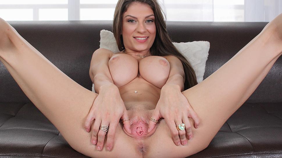 El primer casting porno de Dillion Carter