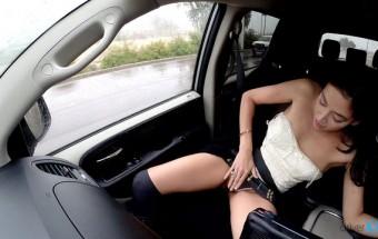 Follando duro en un coche