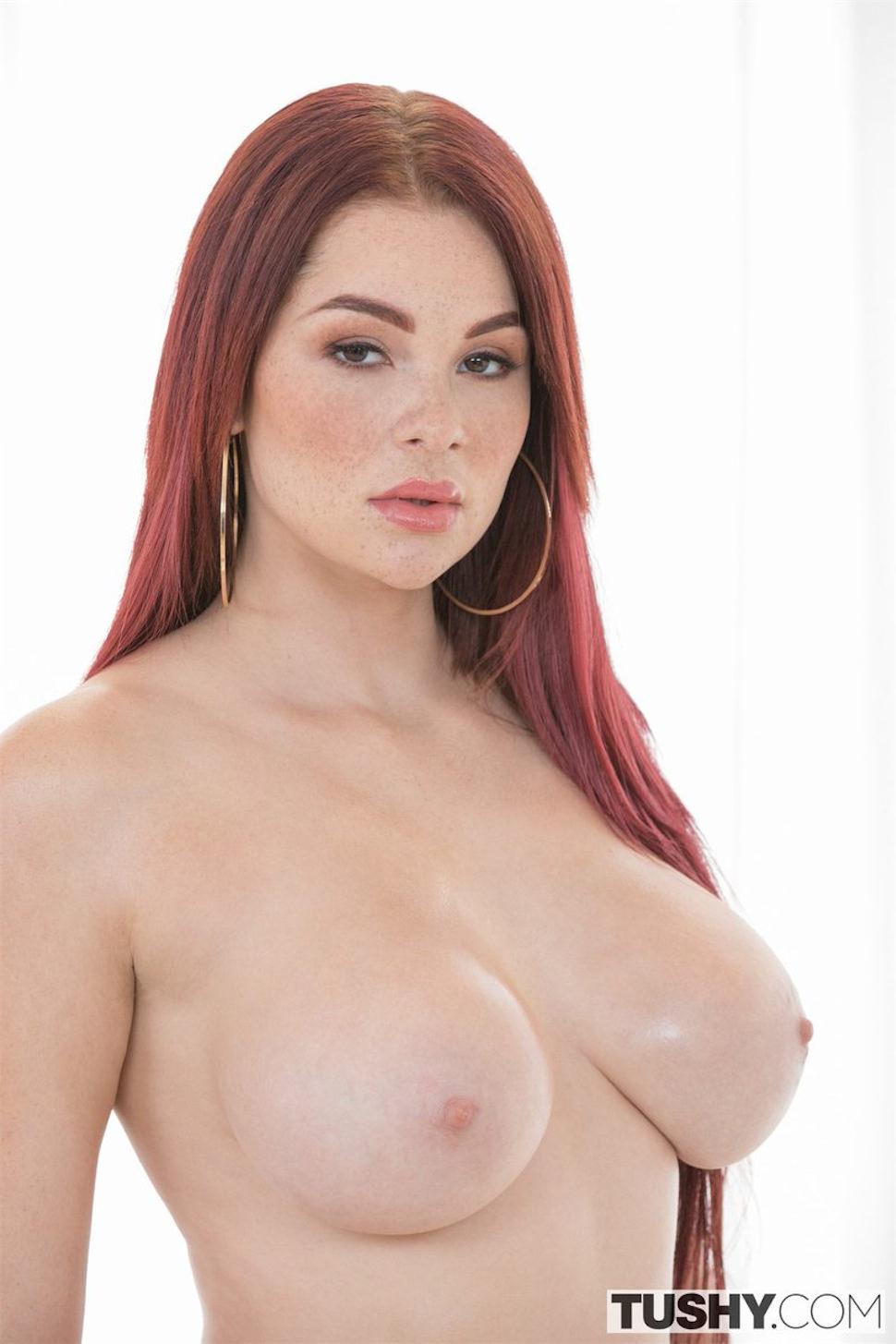 Naked skyla